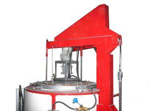 Фланец крышки снабжен системой водоохлаждения. Крышка печи  снабжена дополнительным вводом термопары.